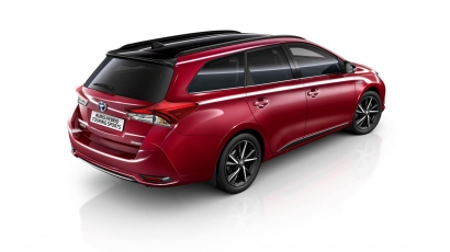 Toyota Auris Black Edition Red Touring Sports