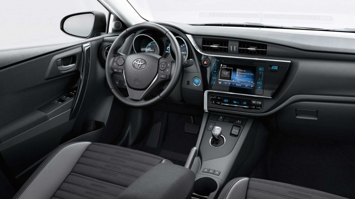 toyota auris business plus interieur actie