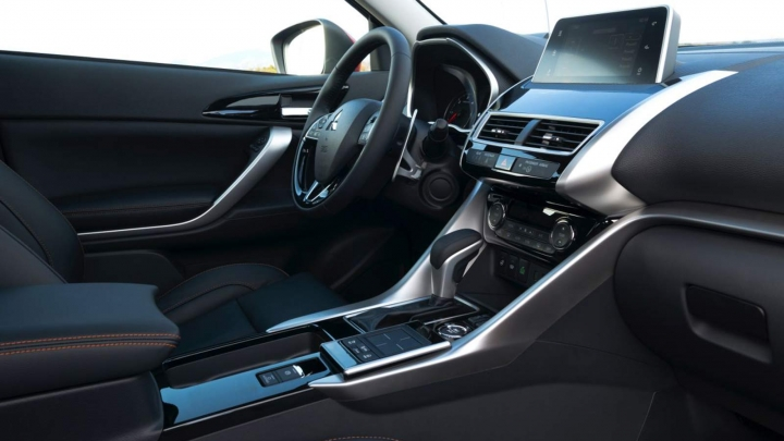 interieur eclipse cross