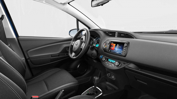 Toyota Yaris x-now x-play studio wit voor