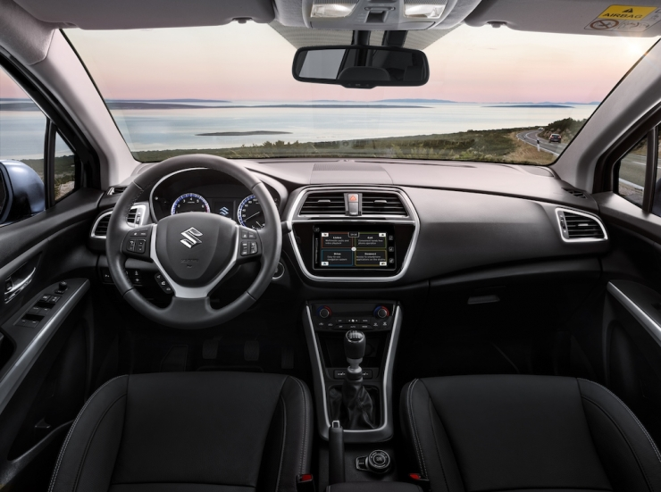 Suzuki s cross interieur overview